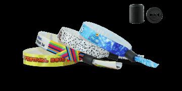 """Pulseras de tela satinada """"Woodstock"""" con un cierre cilindro de plástico deslizante"""
